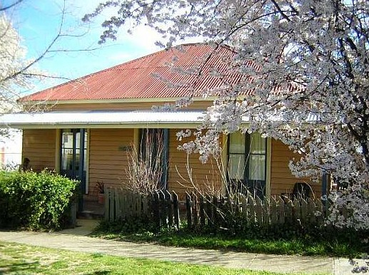 Cooma Cottage - Accommodation