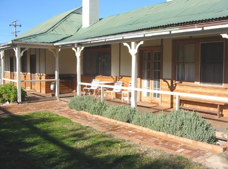 Gundagai Historic Cottages Bed and Breakfast
