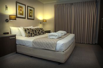 Eltham Gateway Hotel - Great Ocean Road Tourism