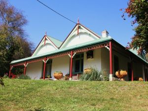 Ravenscroft and The Cottage - Great Ocean Road Tourism