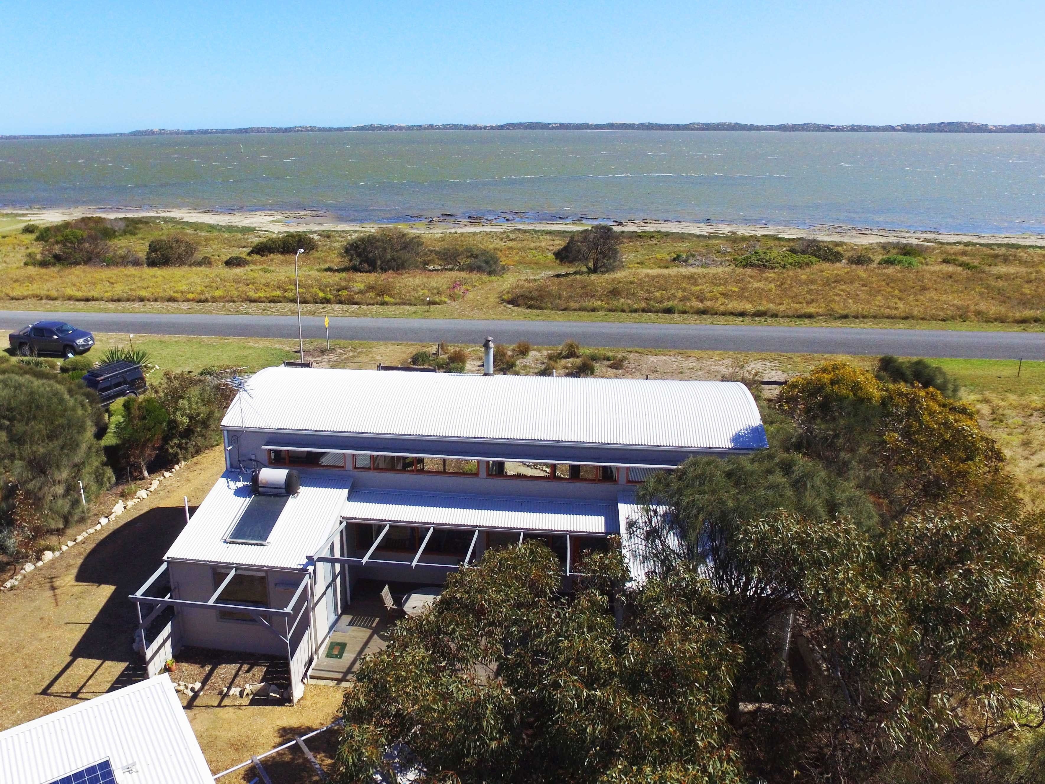Coorong Aurora - Breathtaking Waterfront Escape - Great Ocean Road Tourism