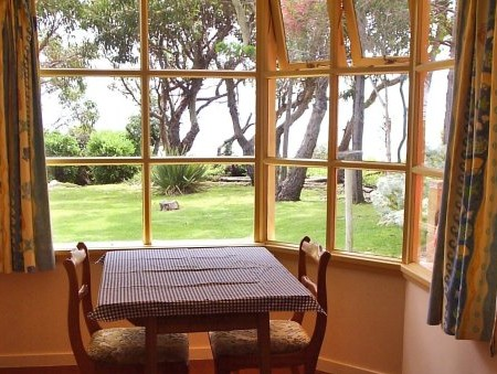 Anchlia Waterfront Cottage - Great Ocean Road Tourism