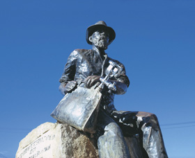 Paddy Hannans Statue - Great Ocean Road Tourism