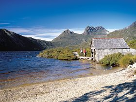 Dove Lake Circuit - Great Ocean Road Tourism