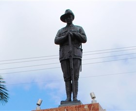 Charters Towers Memorial Cenotaph - Great Ocean Road Tourism