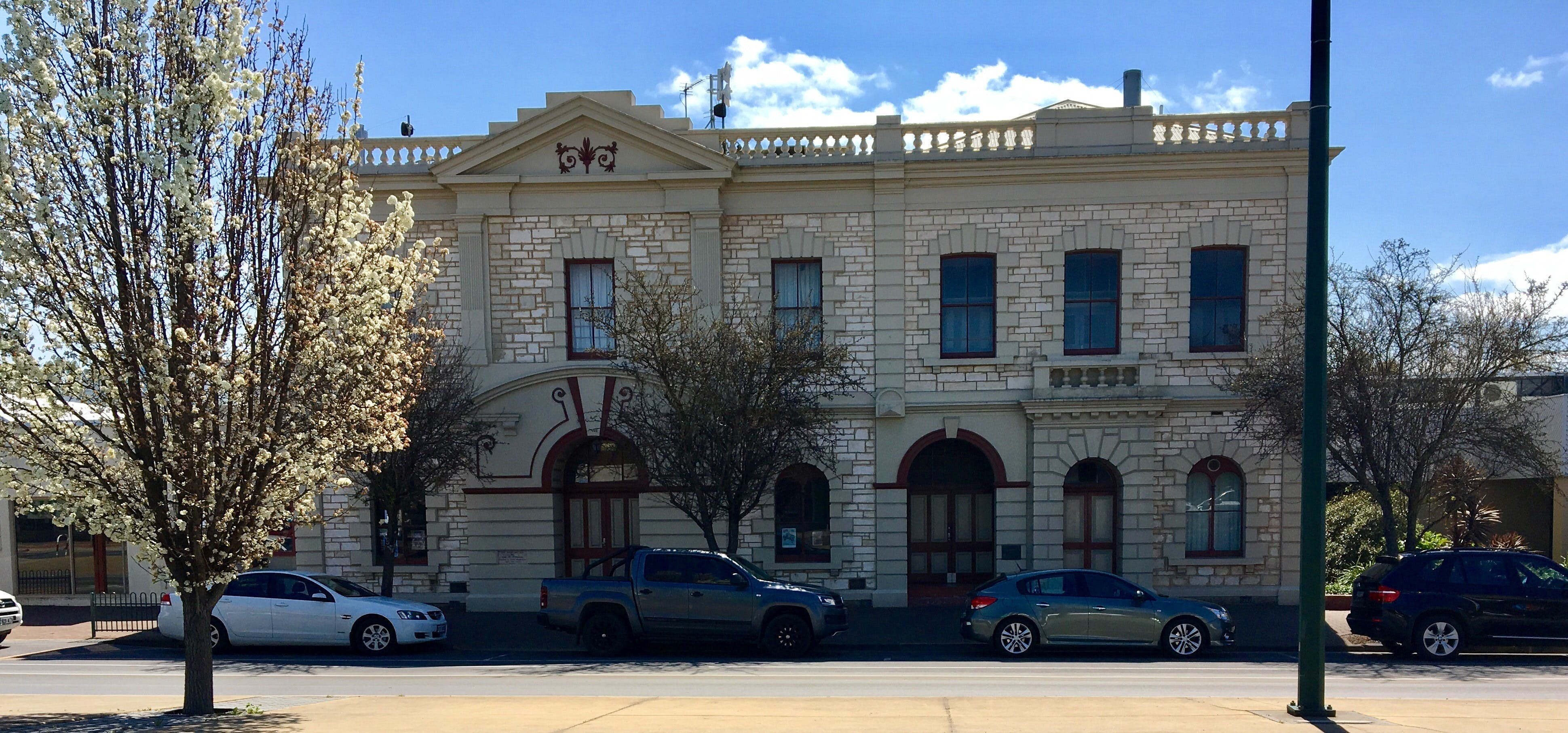 Naracoorte Town Hall - Great Ocean Road Tourism
