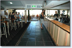 Bateau Bay Hotel - Great Ocean Road Tourism