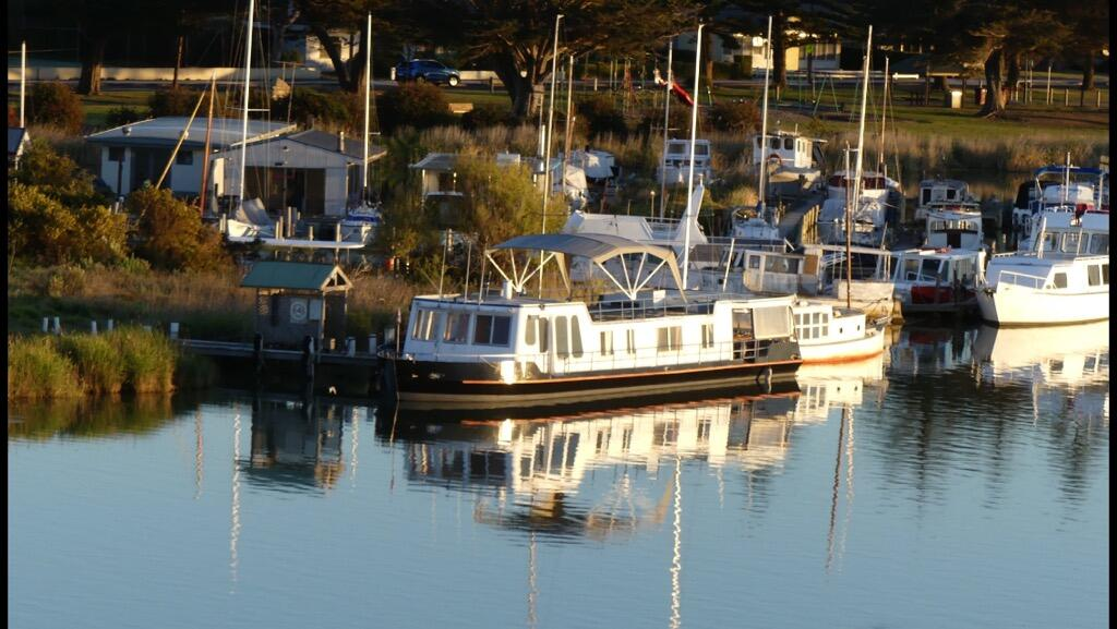 Swamp Fox luxury 2BR Dutch Barge - Great Ocean Road Tourism