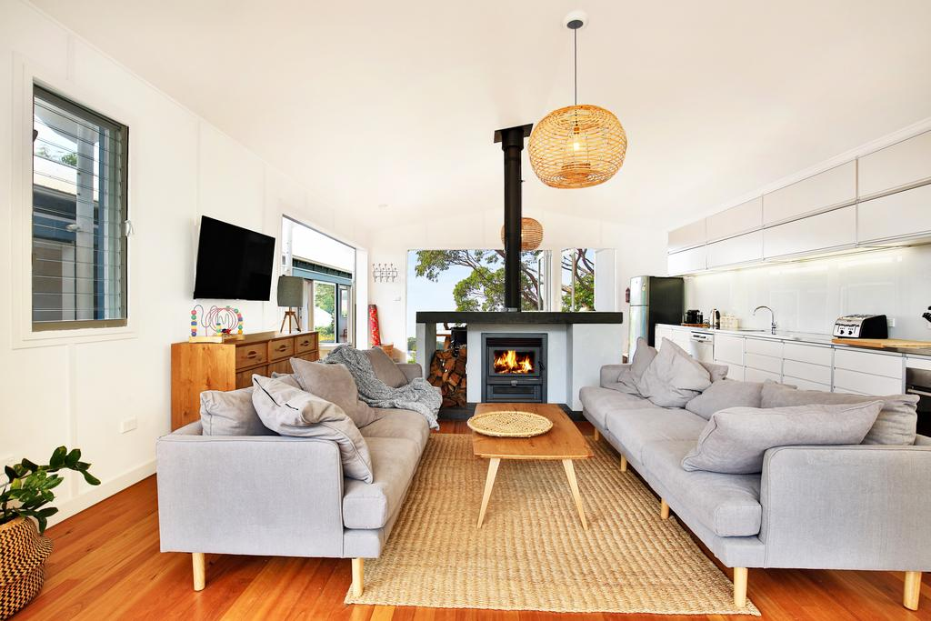Ayana Beach House - Pet Friendly - Opposite Beach - Great Ocean Road Tourism