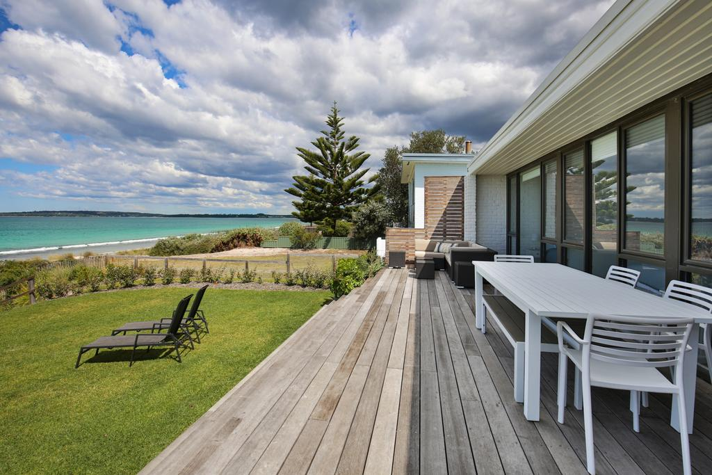 Azure Absolute Beachfront - Pet Friendly - Great Ocean Road Tourism