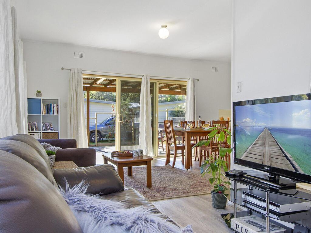 Beach Escape  Currarong - basic family accommodation - Great Ocean Road Tourism